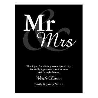 Mr&Mrsのシンプルでエレガントなタイポグラフィの結婚は感謝していしています ポストカード