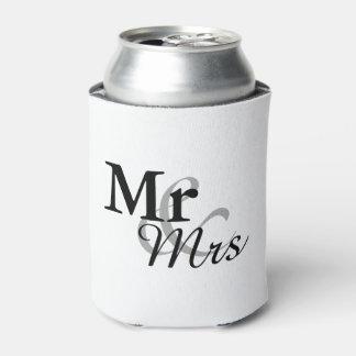 Mr&Mrsのシンプルでエレガントなタイポグラフィの結婚式の引き出物 缶クーラー