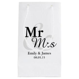 Mr&Mrsのシンプルでエレガントなタイポグラフィの結婚 スモールペーパーバッグ