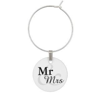 Mr&Mrsのシンプルでエレガントなタイポグラフィの結婚 ワインチャーム