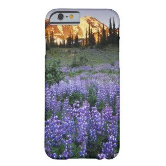 Mt.アダムスおよび副高山草原上の日没 Barely There iPhone 6 ケース