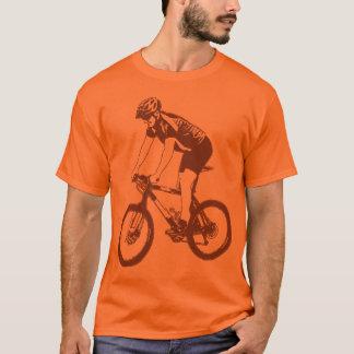 MTBのマウンテンバイクの単独のシルエット、ブラウンのデザイン Tシャツ