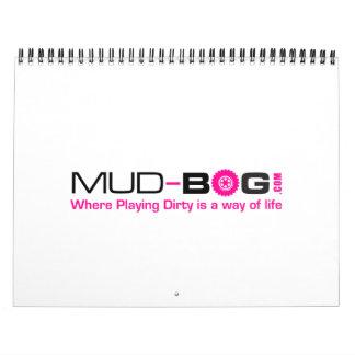 Mudboggingは泥の渇望の写真撮影によってカレンダーをトラックで運びます カレンダー