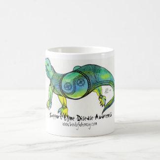 Mugサポートライム病の認識度のトカゲ王 コーヒーマグカップ