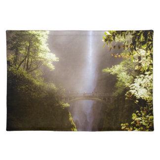 Multnomahの霧深い滝 ランチョンマット