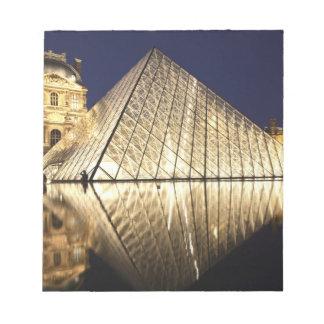 Musee DUのガラスピラミッドの夜眺め ノートパッド