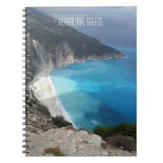 Myrtos湾のビーチのKefaloniaの島ギリシャ ノートブック