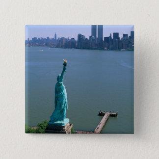 N.A.、米国、ニューヨーク、ニューヨークシティ。 彫像 缶バッジ