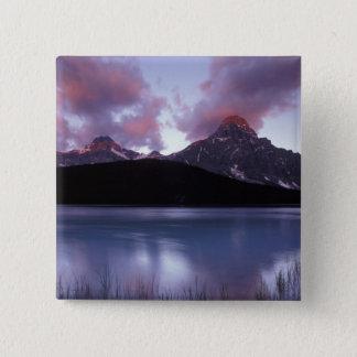 NA、カナダ、Banff NPの朝の夜明け 5.1cm 正方形バッジ