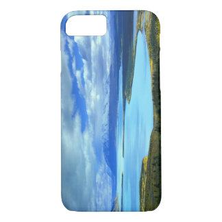 NA、米国、アラスカ、Katmai NPのNaknek湖。 iPhone 8/7ケース