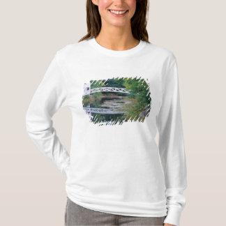 NA、米国、メイン。  Somesville.の池上の橋 Tシャツ