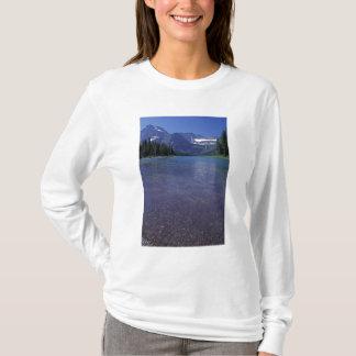 NA、米国、モンタナのグレーシャー国立公園 Tシャツ