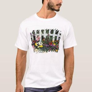 NA、米国、ワシントン州、Sammamishの白いピケット Tシャツ