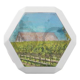 Napa Valleyカリフォルニアのブドウ園の納屋 ホワイトBluetoothスピーカー