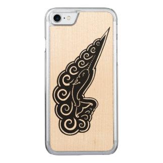 Narwhalはケルト族のスタイルの黒インクスケッチを振ります Carved iPhone 8/7 ケース