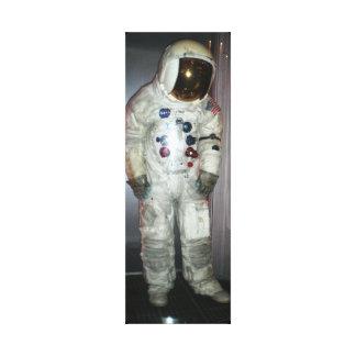 NASAの宇宙飛行士の宇宙服 キャンバスプリント