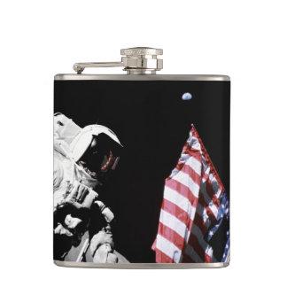 NASAアポロ17の宇宙飛行士の旗の地球の月の写真 フラスク