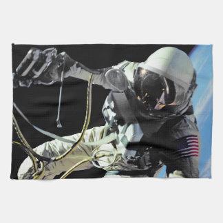 NASA第1のアメリカの宇宙飛行士の宇宙遊泳の写真 キッチンタオル