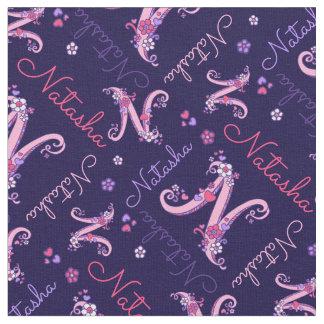 Natashaの手紙Nのモノグラムのハートの花の生地 ファブリック