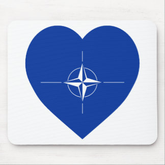 NATOの旗のハート マウスパッド