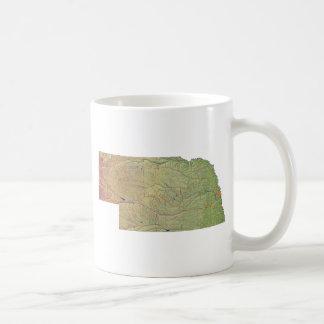 Nebraskanの旗 + 地図のマグ コーヒーマグカップ