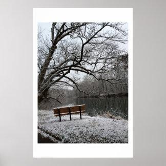 Neshaminyの入り江の冬季までにベンチ ポスター