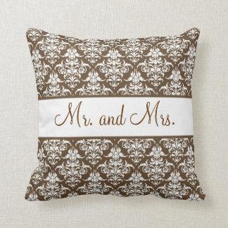 Newlywed Pillow -ブラウン氏および夫人 クッション