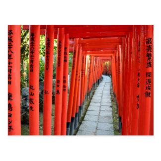 Nezuの神社のToriiのゲート: 東京 ポストカード