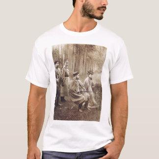 Nikolai狩りの間のII Tシャツ