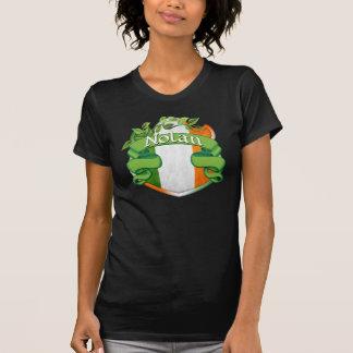 Nolanのアイルランド人の盾 Tシャツ