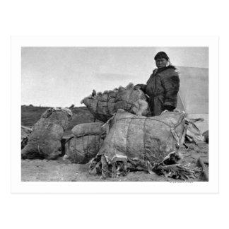 Nomeのアラスカの写真のエスキモーの毛皮のディーラー ポストカード