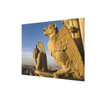 Notre Dameのカテドラルの正面のキメラ、 キャンバスプリント