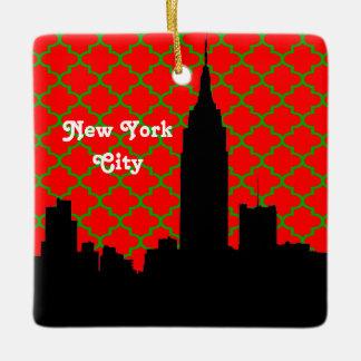 NYCのスカイラインのシルエットESB赤いGrnのクローバーのクリスマス セラミックオーナメント