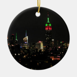 NYCのスカイライン: エンパイア・ステート・ビルディングのクリスマス色 セラミックオーナメント
