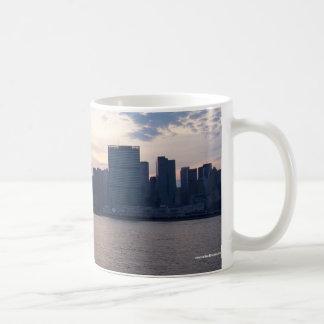 NYCのスカイライン-マグ コーヒーマグカップ