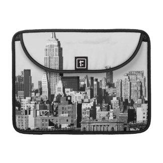 NYCのスカイラインII MacBook PROスリーブ