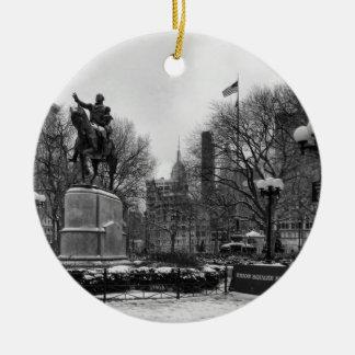 NYCの連合正方形001の白黒の冬 セラミックオーナメント