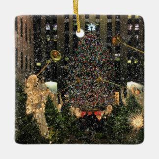 NYCロックフェラーの中心のクリスマスの木の落ちる雪 セラミックオーナメント