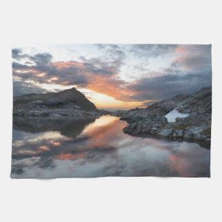 Nydiver湖の日の出2 - Anselアダムスの荒野 キッチンタオル
