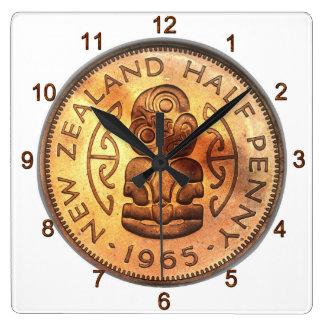 NZニュージーランドの半分のペニーのTikiの時計 スクエア壁時計