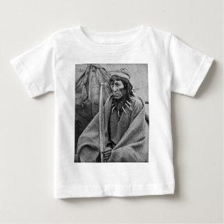 O Taダンのスー族のインドのヴィンテージStereoview ベビーTシャツ