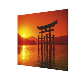 O-Toriiのゲート、Itsukushimaの神社、宮島、 キャンバスプリント