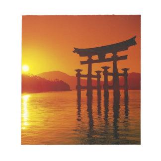O-Toriiのゲート、Itsukushimaの神社、宮島、 ノートパッド