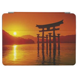 O-Toriiのゲート、Itsukushimaの神社、宮島、 iPad Air カバー