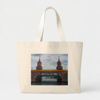 Oberbaum橋、ベルリン ラージトートバッグ