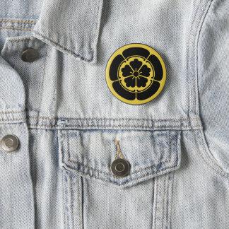 Oda月曜日の日本のな武士の一族は黒で黄色になります 5.7cm 丸型バッジ