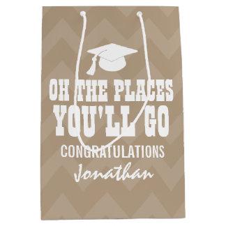 Oh場所卒業生シェブロンベージュ色行きます ミディアムペーパーバッグ
