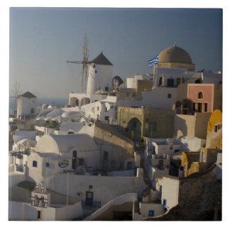 OiaのSantoriniの町のギリシャそしてギリシャの島 タイル
