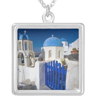 Oia 3のSantoriniの町のギリシャそしてギリシャの島 シルバープレートネックレス