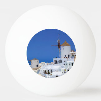 Oia、Santorini、ギリシャの風車 卓球ボール
